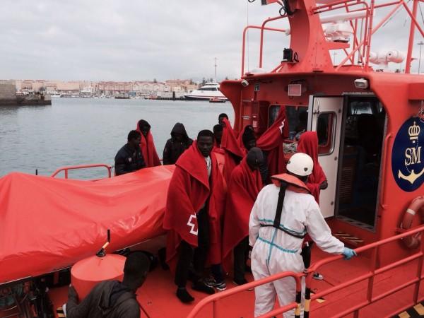 Llegada de la partera al puerto de Tarifa donde fue rescatada Zamut. / M.G