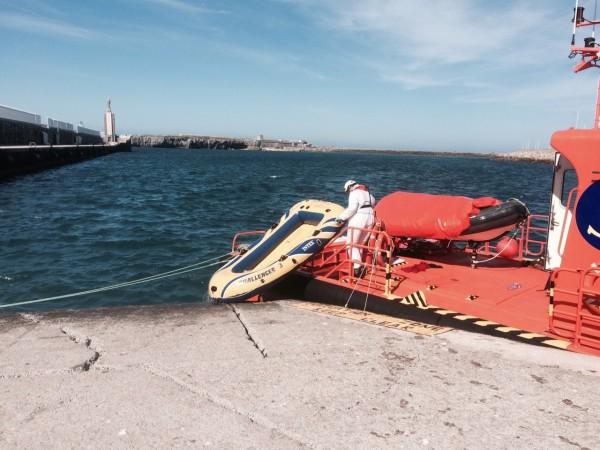 Balsa de Plástico en la que cruzó Zamut el estrecho entre África y Europa. / M.G